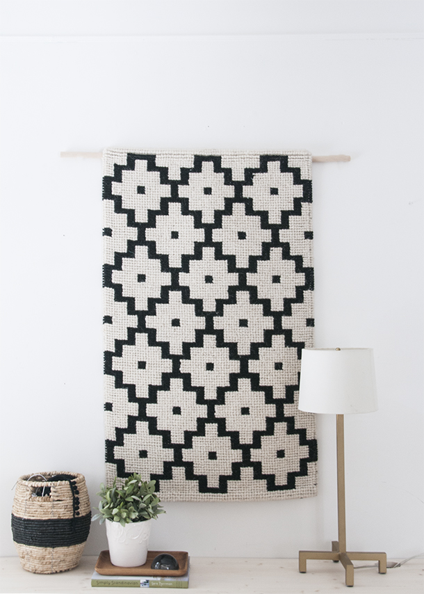 via Earnest Home Co., link: http://www.earnesthomeco.com/easiest-diy-wall-hanging/
